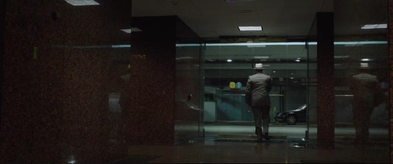 План побега (Escape Plan) 2013 - Лестер заходит в лифт