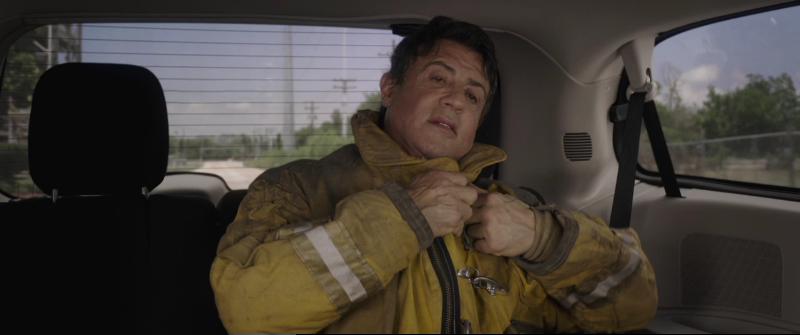 побега (Escape.Plan) 2013 - Рэй в костюме пожарника