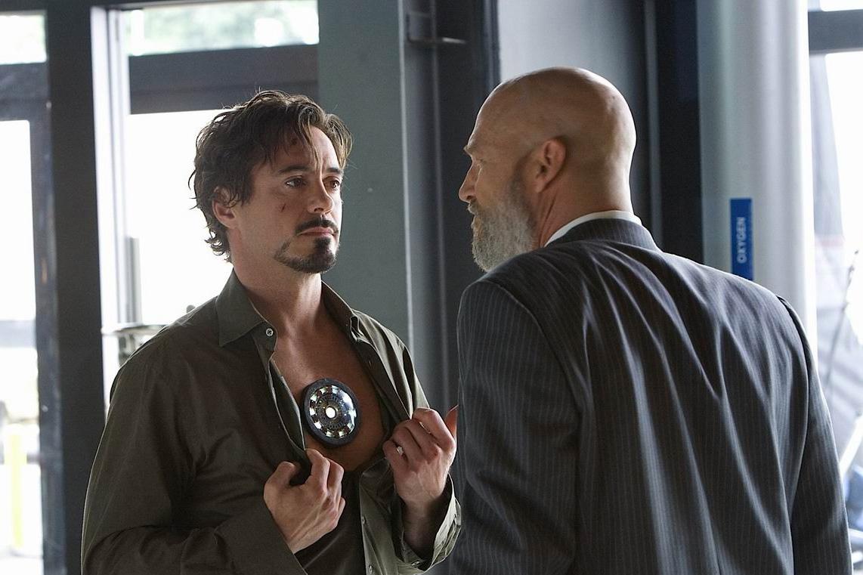 Железный человек фильм Тони с реактором